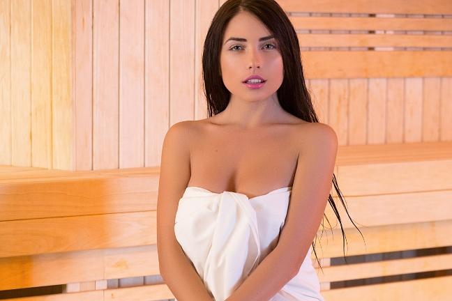 Niemira in Sensual Sauna