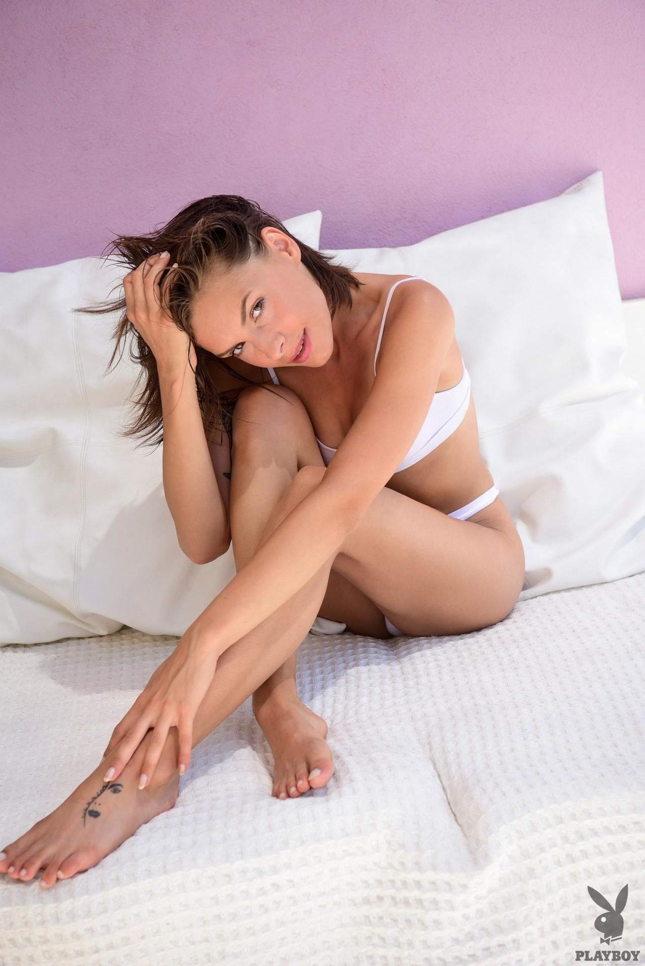 Olivia Barta  nackt