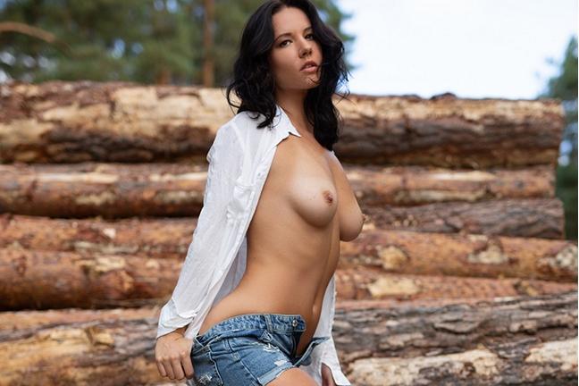 Joelina In Quiet Hideaway