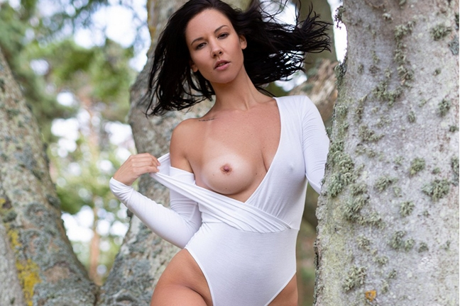 Joelina in Sensual Grove
