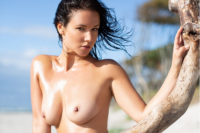 Joelina in Making a Splash