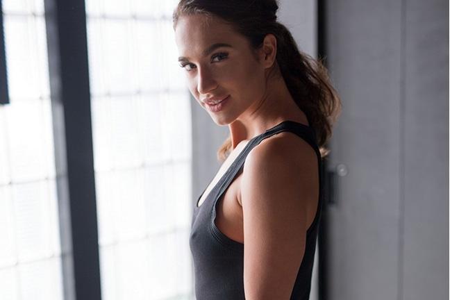Nicole Winter in Soft Silhouette