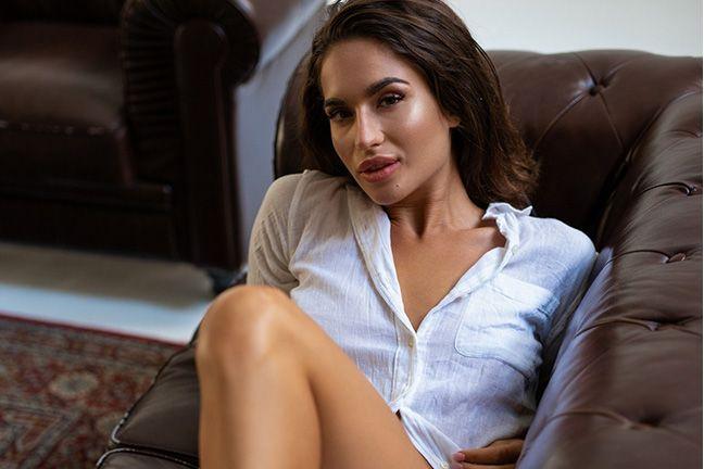 Nicole Winter in Loft Luxury
