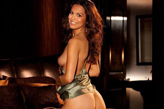 Raquel Pomplun is In the Bedroom