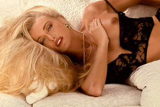 Playmate Review 1993 - Features