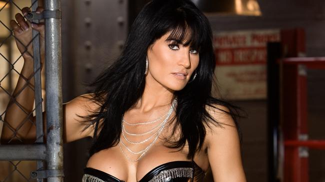Kelly preston nude pics